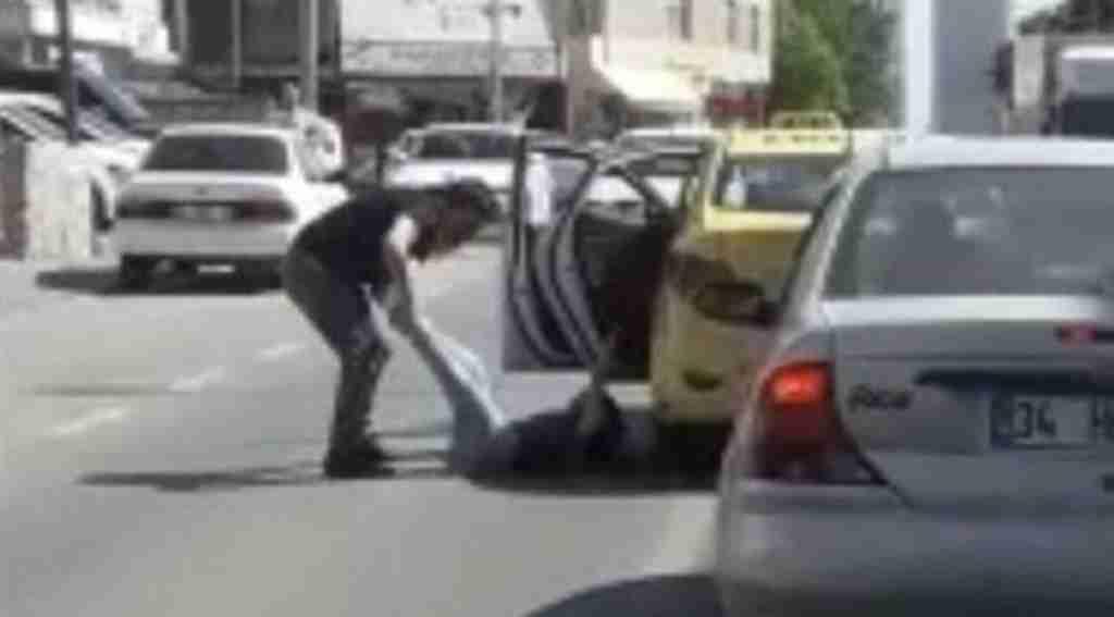 Taksici dehşeti, kadın yolcuyu arabadan attı