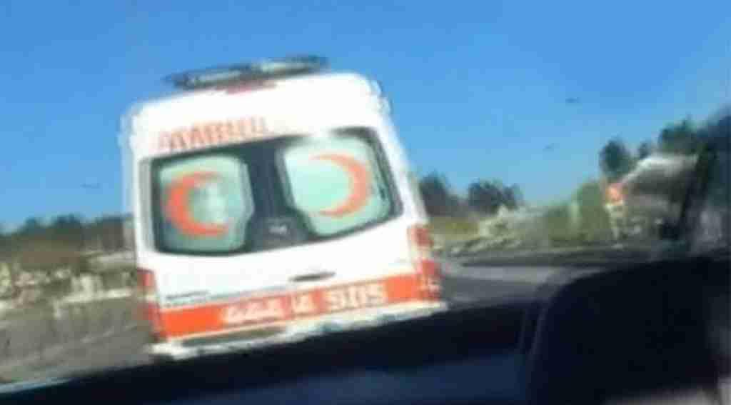 Trafik magandası ambulansa böyle makas attı