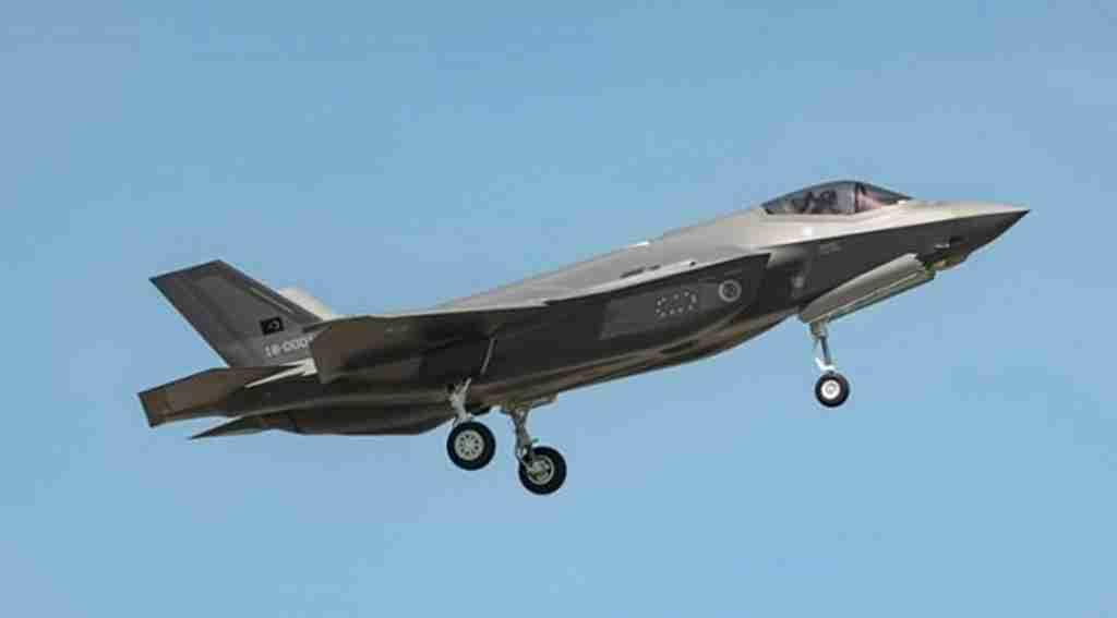 Türkiye'ye teslim edilecek F-35 Savaş Uçağı ilk uçuşunu yaptı