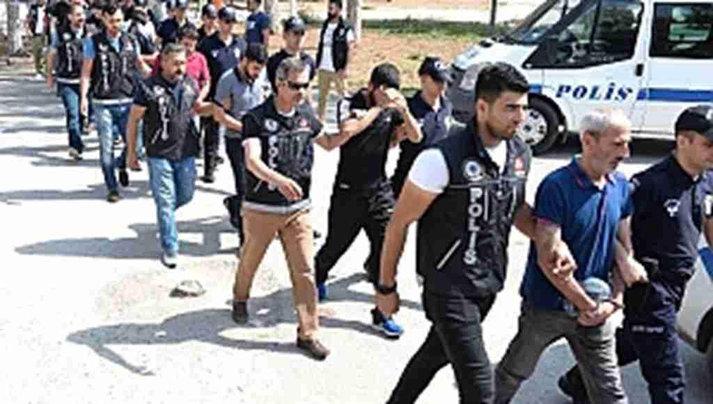 17 kişi tutuklanınca 150 kişi adliyeyi bastı