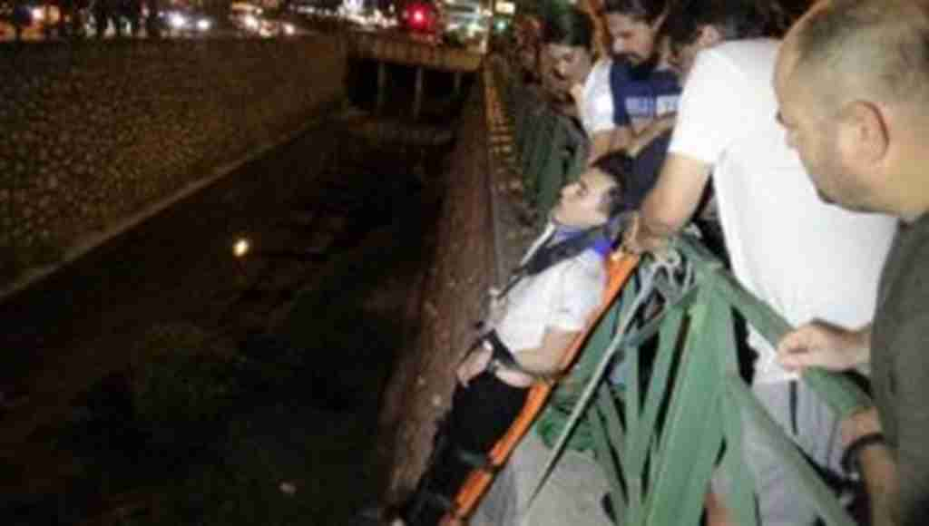 Bursa'da virajı alamayan otomobil su kanalına uçtu - Bursa Haber