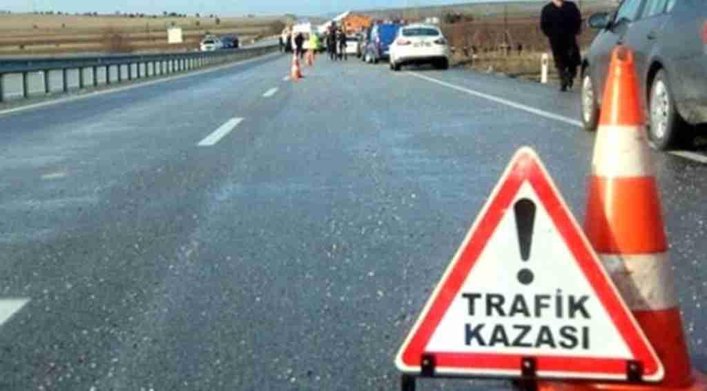 Feci kaza, bariyere çarpan araç yuvarlandı, 5 ölü, 2 yaralı
