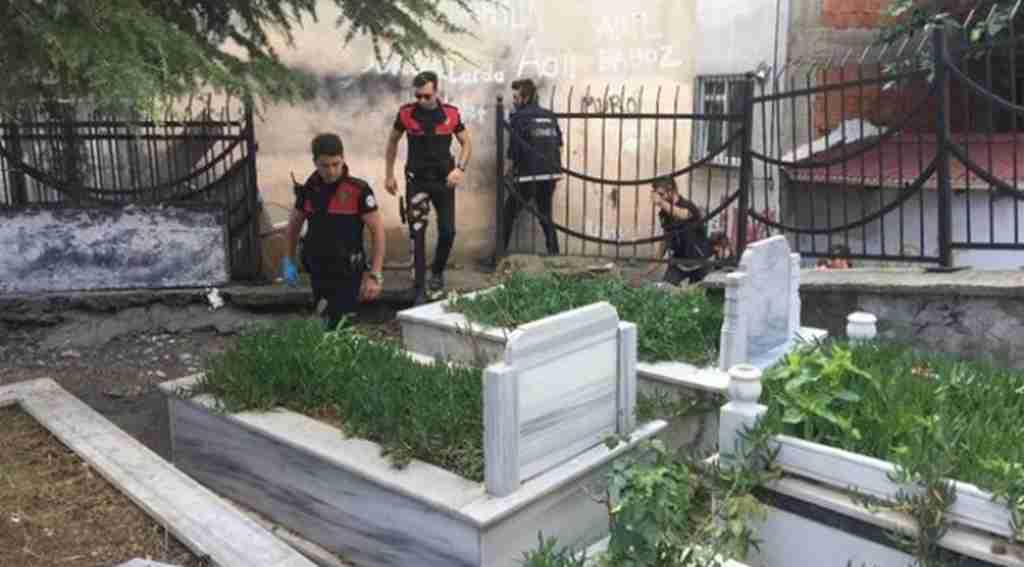Gören hayret içinde kaldı: Mezarlığa narkotik baskını