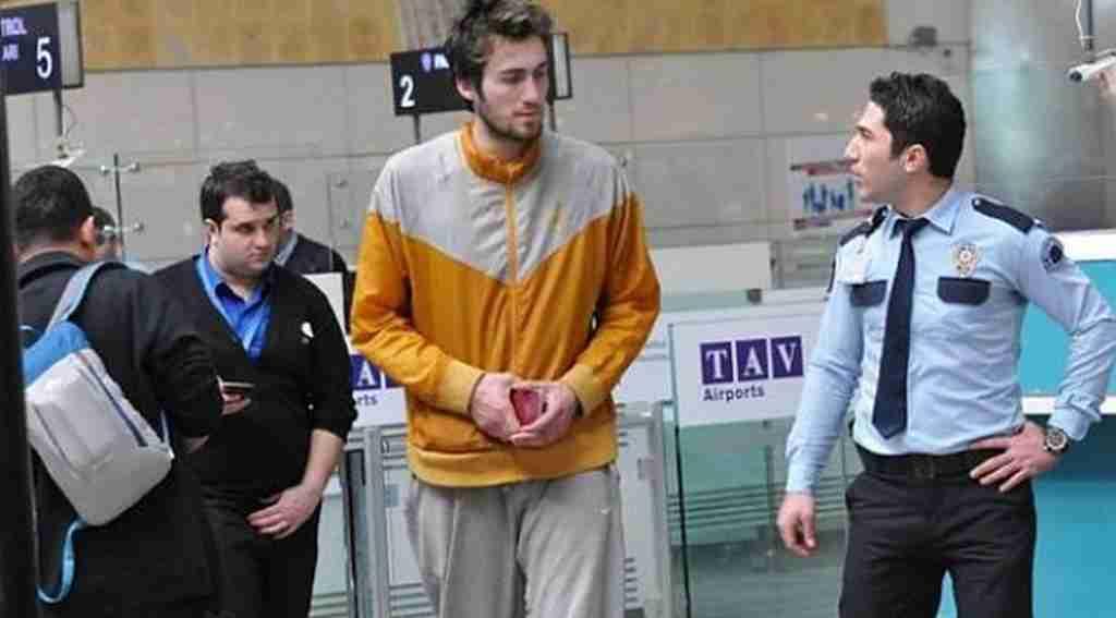 Havaalanında yaşayan basketbolcudan yeni haber geldi