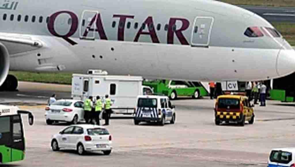 Havalimanında hareketli anlar! Tunuslu yolcu uçağın iniş takımlarına çıktı