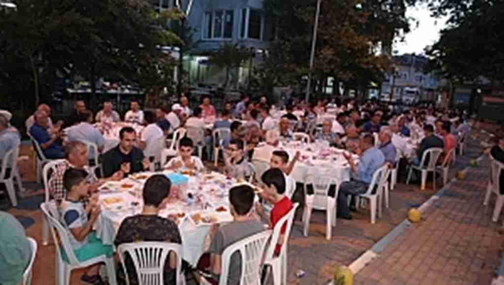 Nilüfer'in mahalle iftarlarında 25 bin kişi ağırlandı - Bursa Haberleri