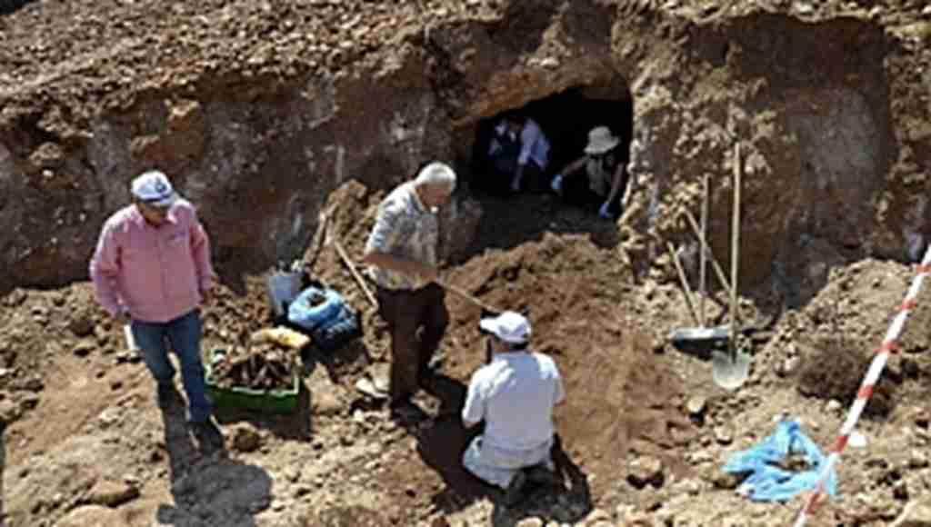 Temel kazısında Bizans dönemine ait mezar bulundu