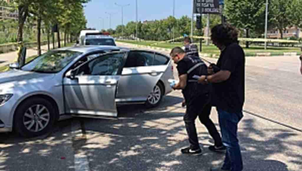 İş adamını trafik ışıklarında eşiyle konuşurken başından vurdular - Bursa Haberleri