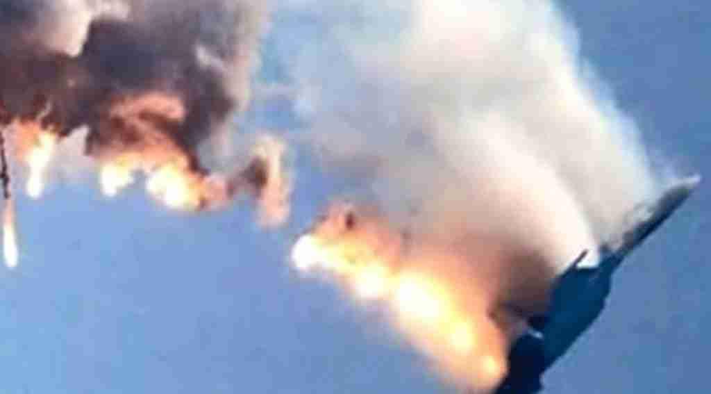 Son dakika! Türkiye sınırında askeri uçak düştü!