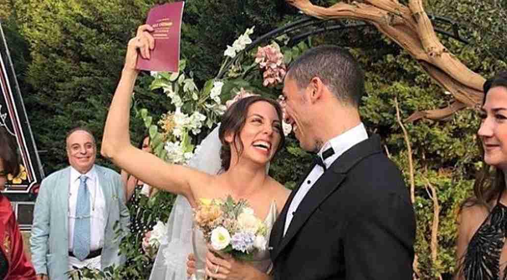 Ünlü sanatçının süpriz düğünü sosyal medyada olay oldu!