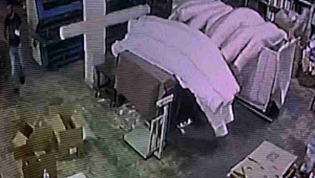 Fabrikadaki cep telefonu hırsızı kamerada - Bursa Haberleri