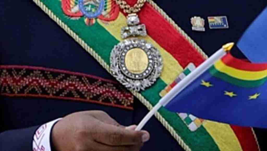 'Geneleve giden subay', Devlet Başkanı Morales'in madalyasını çaldırdı