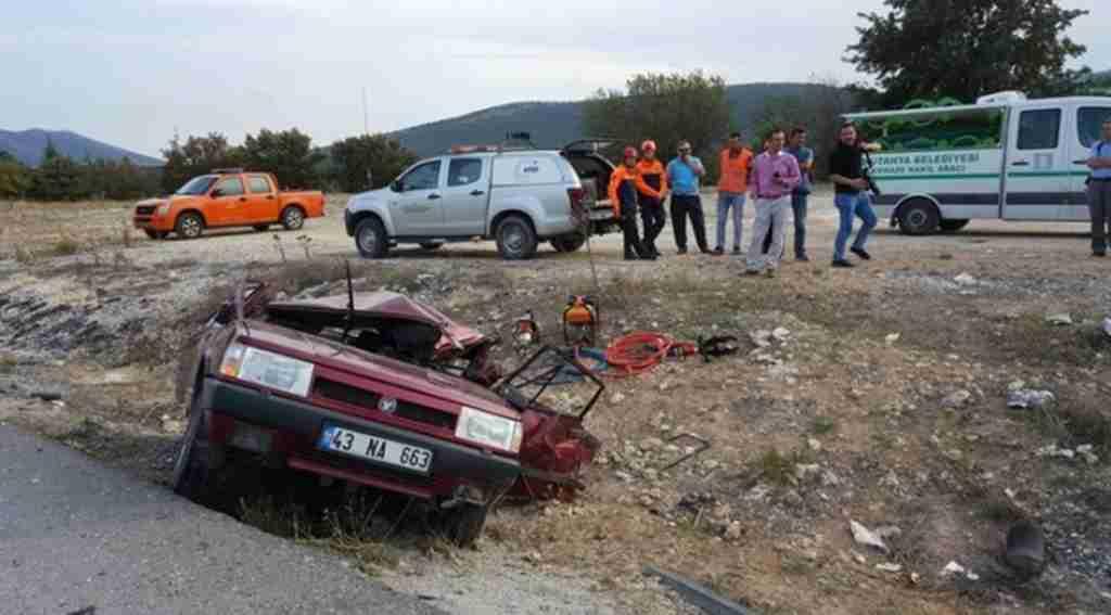 Kavşakta feci kaza: Ölüler ve yaralılar var