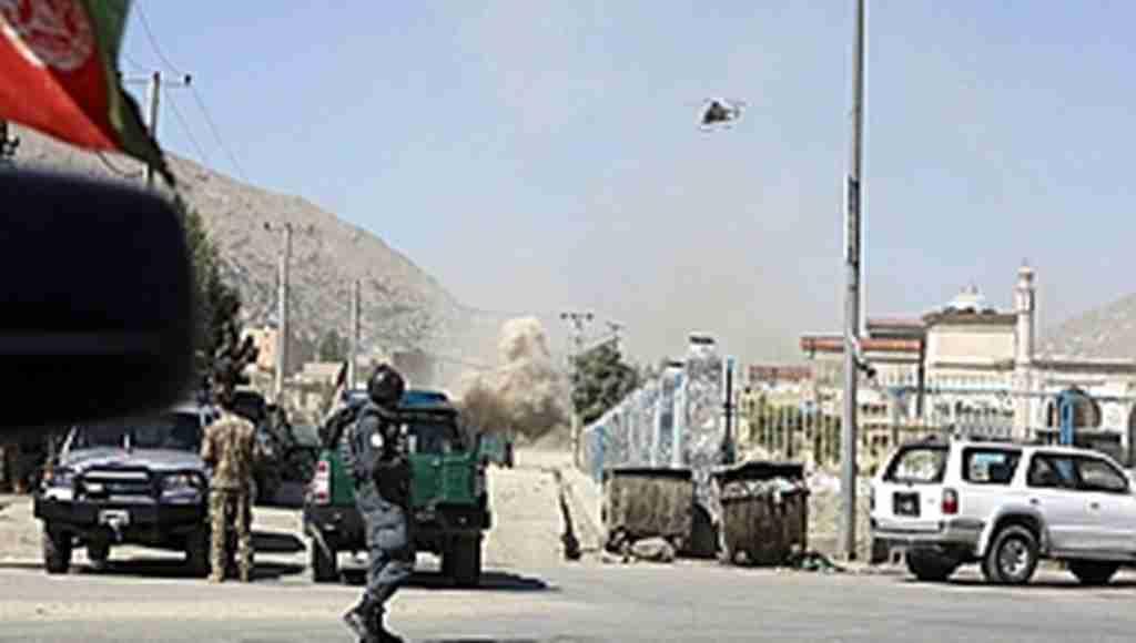 Son dakika! Afganistan Cumhurbaşkanlığı sarayına roketli saldırı! Devlet Başkanı'nın konuşması canlı yayında yarıda kesildi!