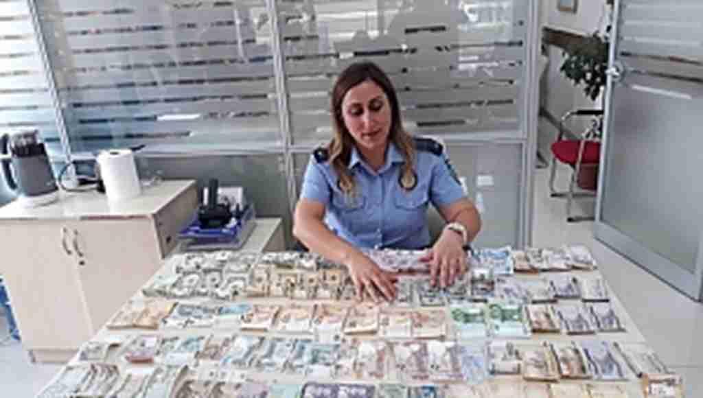 Böyle dilenci görülmedi... Üzerinden Nepal parası bile çıktı...