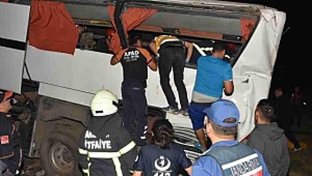 Feci Trafik Kazasında Can Pazarı! 17'si Polis 41 Yaralı!