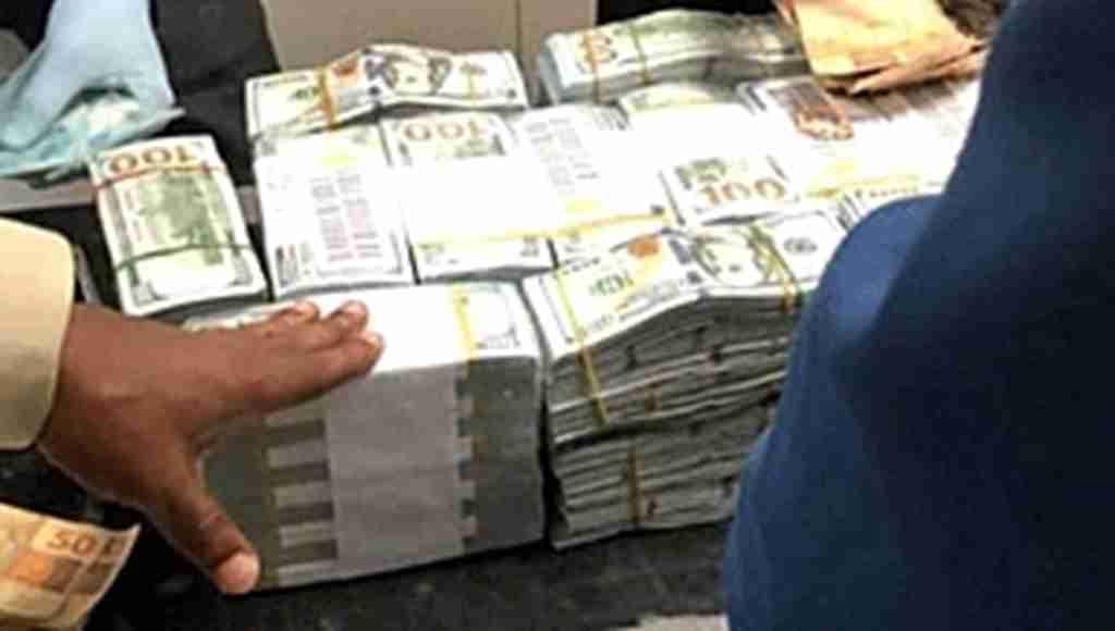 Halk Açlıktan Perişan Haldeyken Ülkenin Başbakan Yardımcısı 16 Milyon Dolarla Yakalandı!