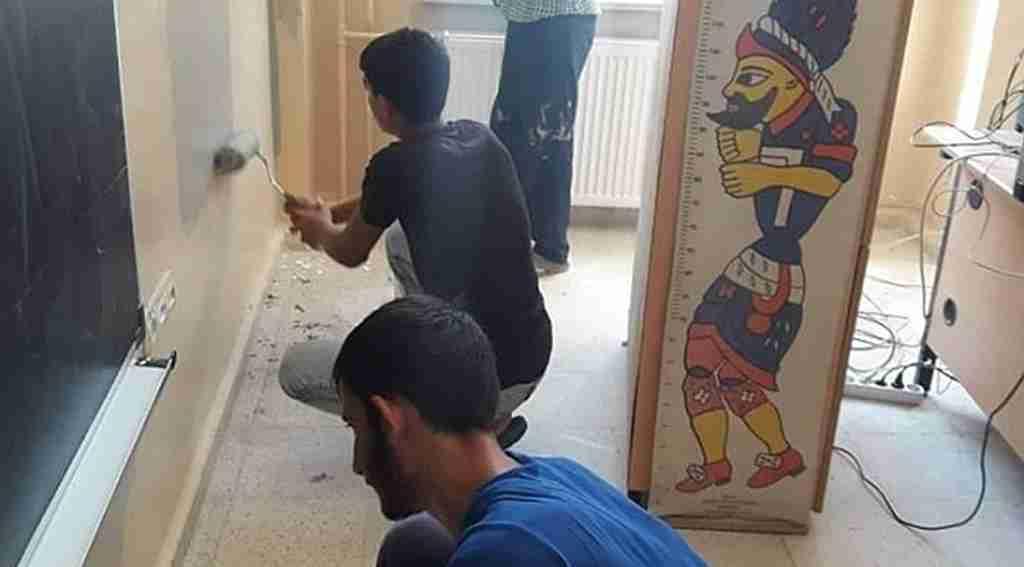 İdareciler okulunu kendileri boyadı
