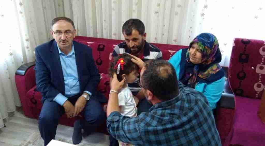 Minik Zeynep, ilk kez duymanın mutluluğunu yaşadı - Bursa Haberleri