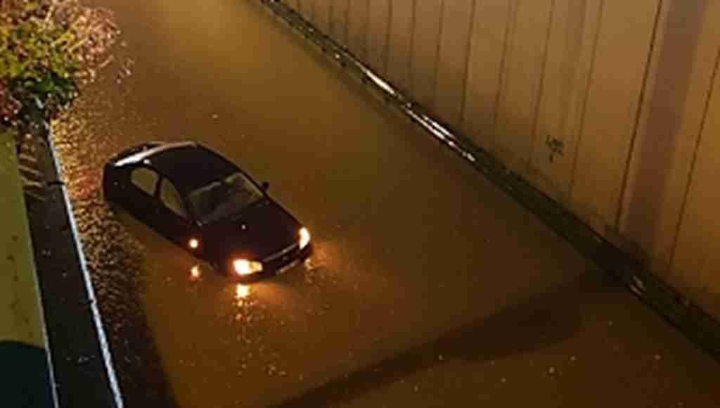 Bursa'da sağanak yağış ortalığı göle çevirdi! - Bursa Haberleri