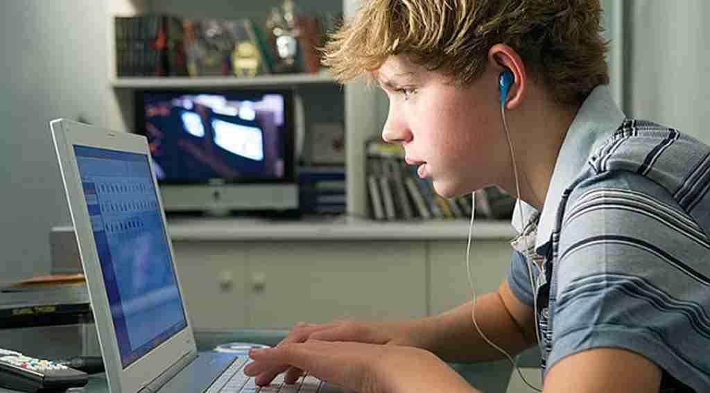 İnternette fazla vakit geçirmek gençleri mutsuz ediyor - TEKNOLOJİ ...