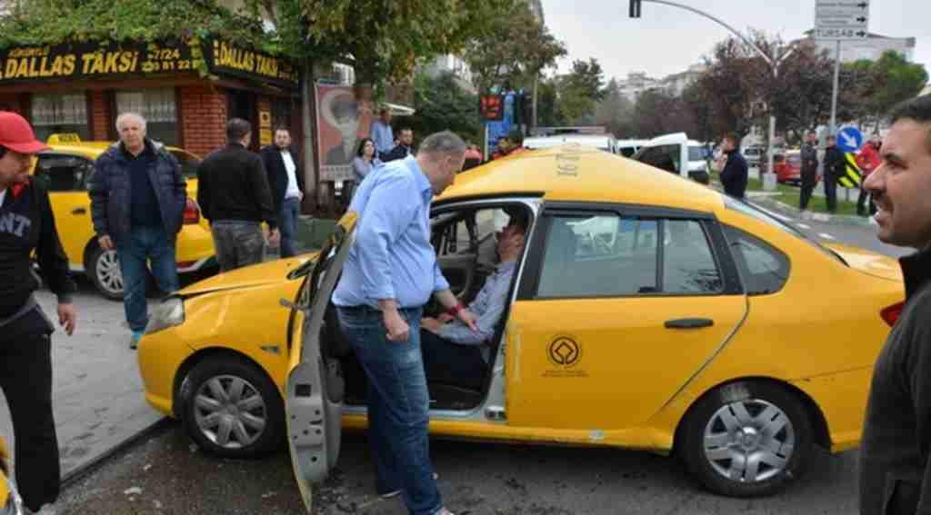Korkunç kaza... 2'si polis 3 kişi yaralandı - Bursa Haberleri