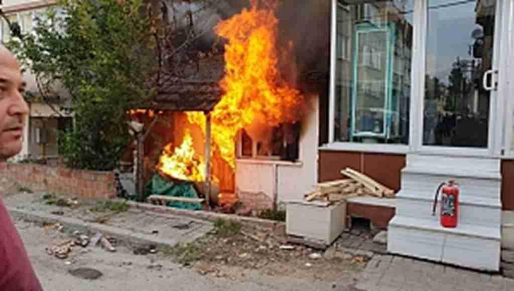 Metruk ev alevlere teslim oldu - Bursa Haberleri