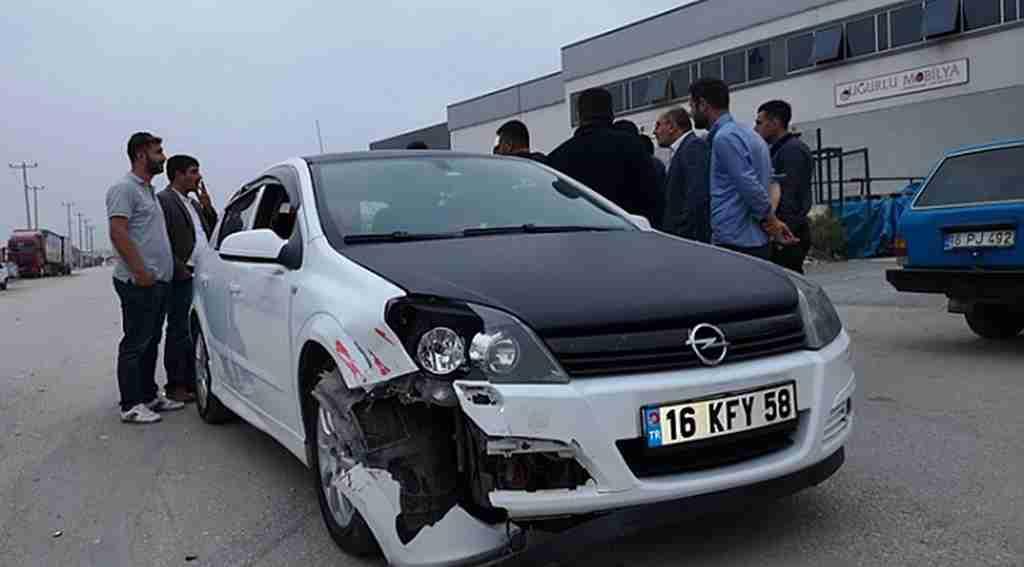 Otomobille çarpışan motosiklet sürücüsü yaralandı - Bursa Haberleri