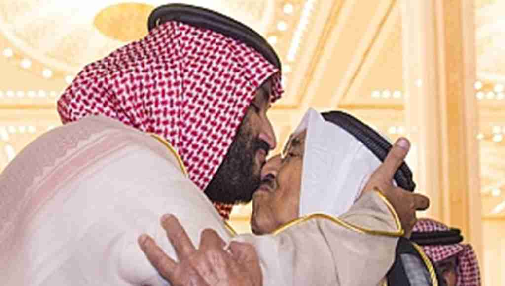 Prens Selman Şeyhi burnundan öptü