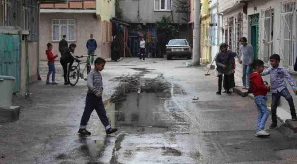 Sokağı kanalizasyon suyu bastı - Bursa Haberleri