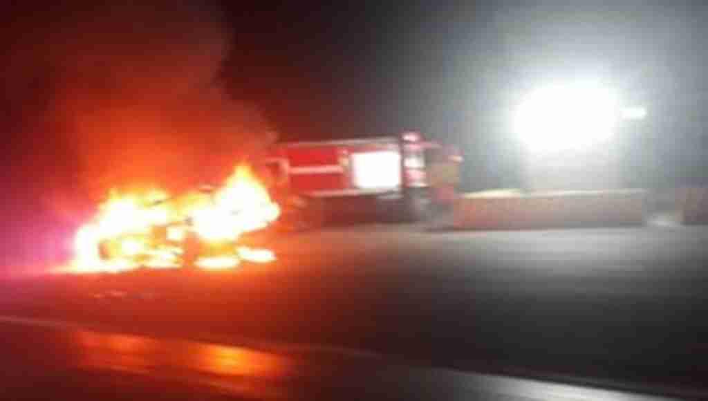 108 liralık trafik cezasına kızdı, benzin döküp otomobilini yaktı!