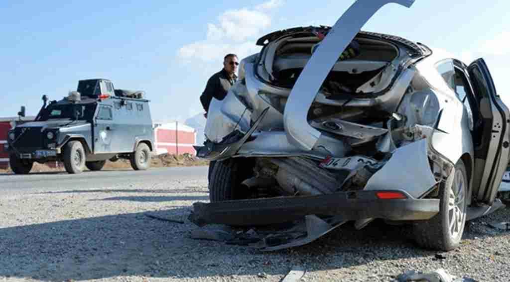 Ağrı'da trafik kazası, 3 asker yaralandı
