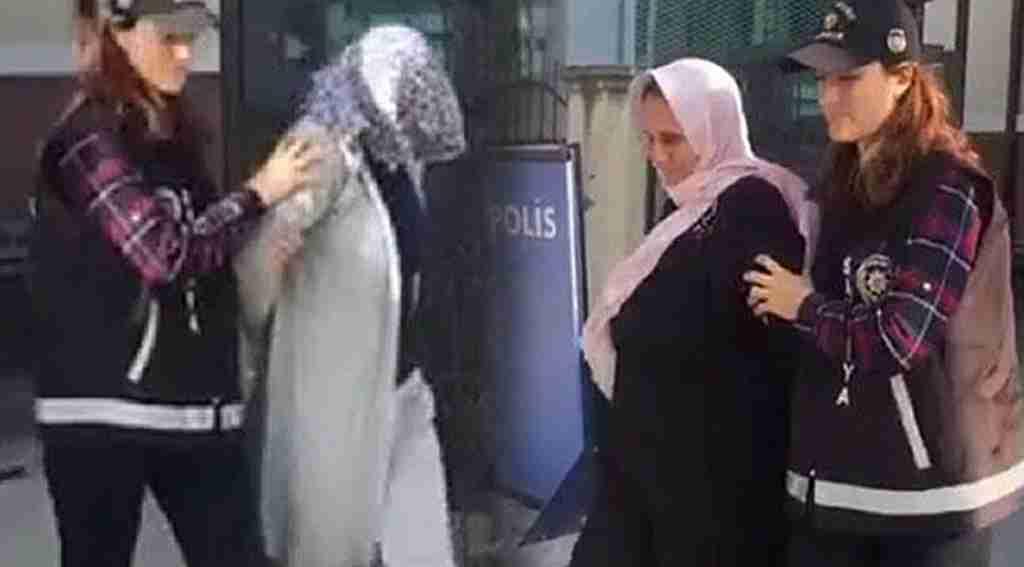 Anne ve kızları tırnakçılık yaparken kameraya yakalandı