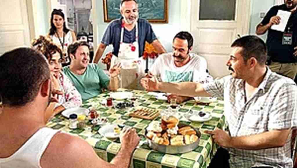 Gala kutlaması yapan film ekibi tam 50 kilo yedi