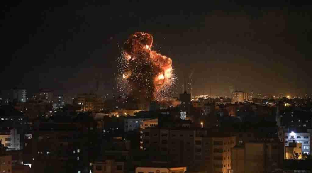 Hamas,  İsrail'i 200 roketle vurdu