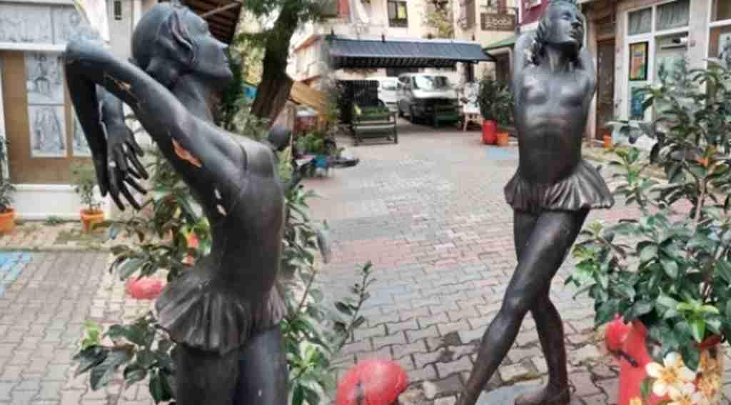 İstanbul'un göbeğinde balerin heykeline tecavüz girişimi
