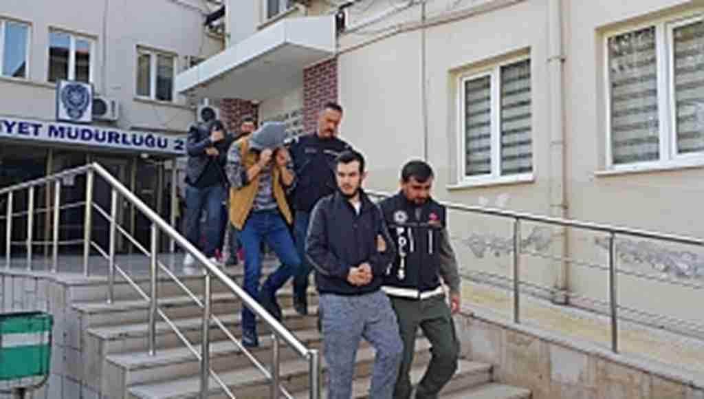 Narkotik polisi 5 zehir tacirini 11 bin lira ile yakaladı - Bursa Haberleri
