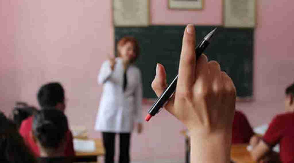 Öğrencisini uyardı! Annesi gelip sınıfta dehşeti yaşattı
