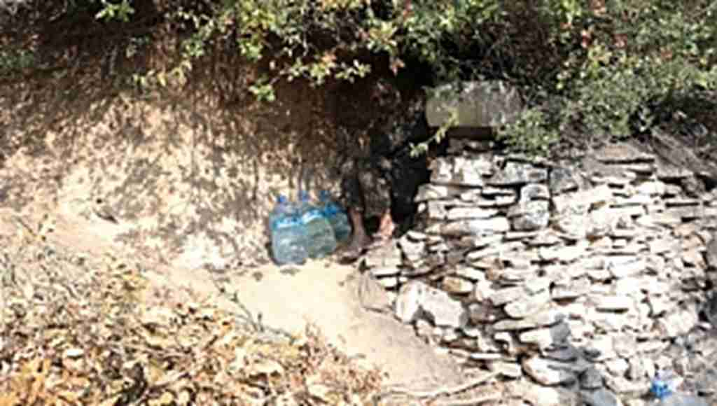Üç dil bilen İskender Dede, 40 yıldır mağarada yaşıyor