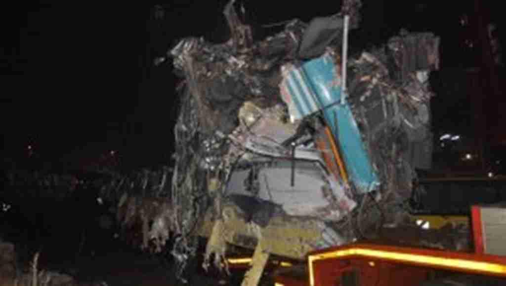 9 Kişinin hayatını kaybettiği tren kazasındaki vagonların enkazı kaldırıldı