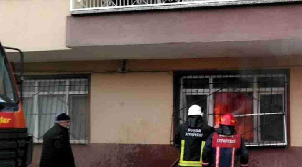 Alt kattaki yangını balkondan izlediler - Bursa Haberleri