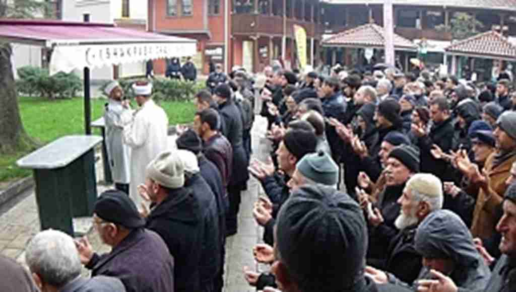 Doğu Türkistan'da ölenler için gıyâbî cenaze namazı kılındı - Bursa Haberleri