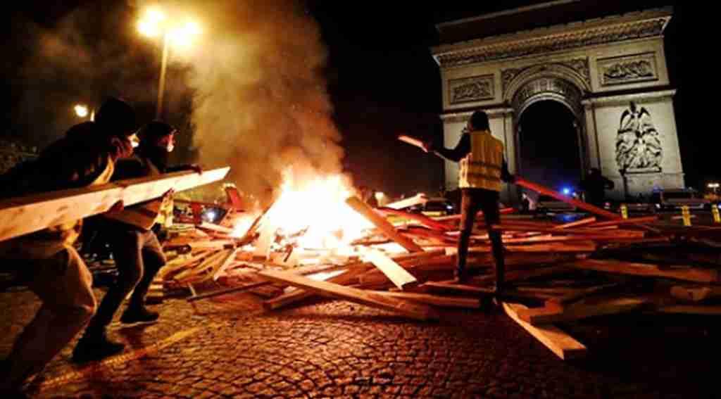 Fransa'da 'Sarı Yelekliler'e artık asker müdahale edecek
