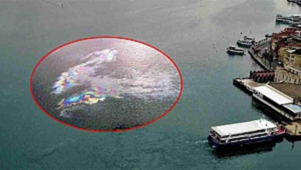 İstanbul Boğazı'ndaki skandal havadan görüntülendi
