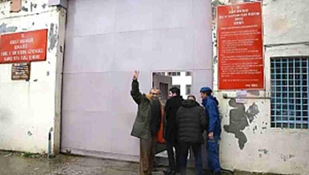 Sırrı Süreyya Önder, cezaevine böyle girdi