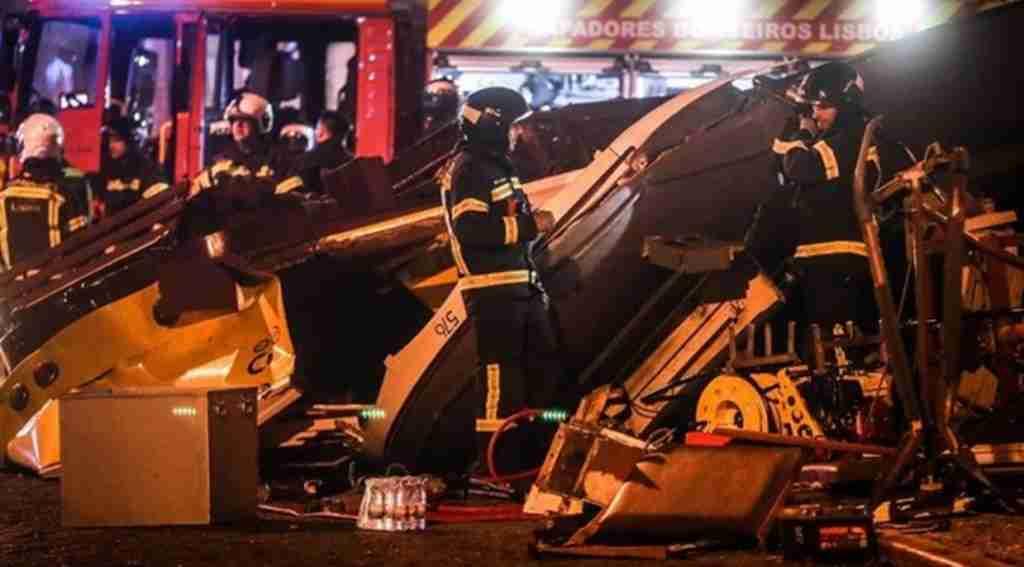 Tramvay devrildi, Çok sayıda yaralı var