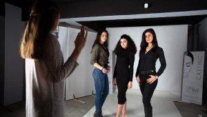 1 ay eğitim alıp modellik yapıyorlar - Bursa Haber
