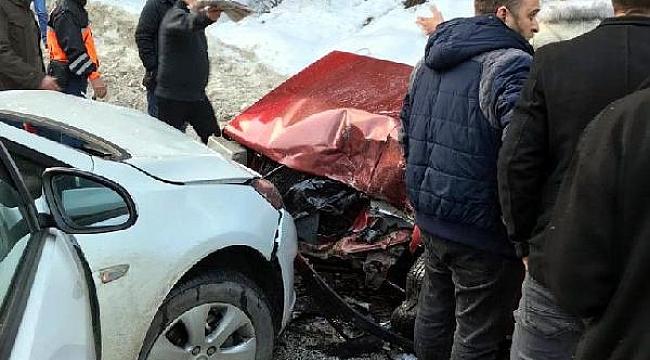 Abant yolunda 2 otomobil çarpıştı, Yaralılar var