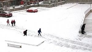 Ağrı'da okullara buzlanma tatili