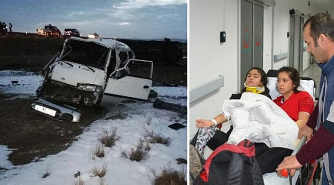 Atletizmci öğrencileri taşıyan minibüs devrildi: 17'si öğrenci, 21 yaralı